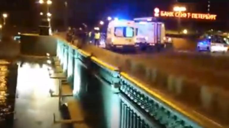 ДТП на Сампсониевском мосту. Фото: скриншот видео vk.com/spb_today
