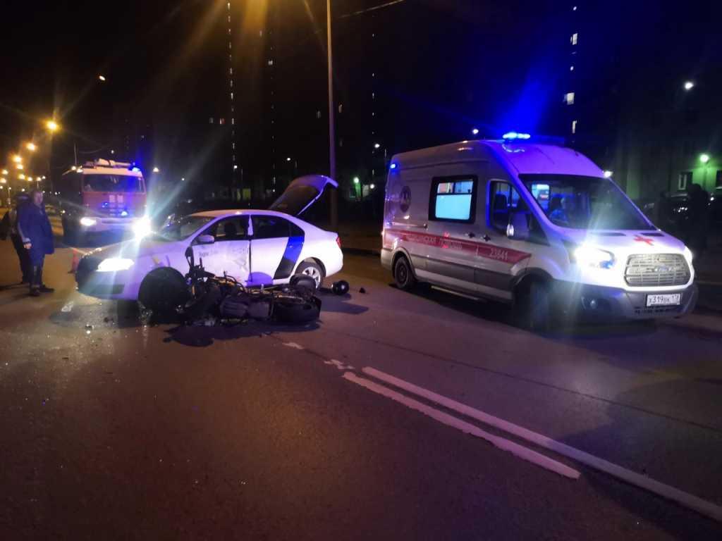 В ДТП на Рыбацком проспекте погиб мотоциклист