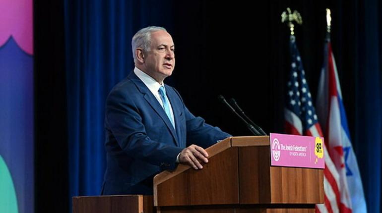 Нетаньяху оправдал бросившую на землю каравай жену выбором костюма