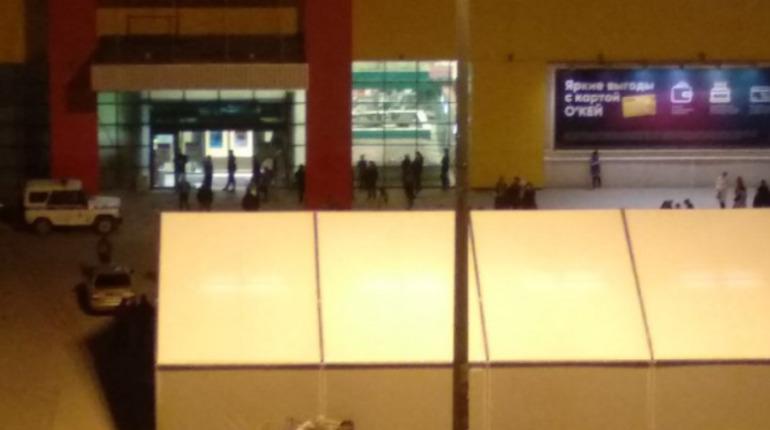 Из «О'кея» на Гражданском эвакуировали ночных покупателей