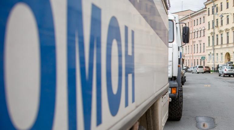 Полицейские и росгвардейцы Петербурга и Москвы получат надбавку