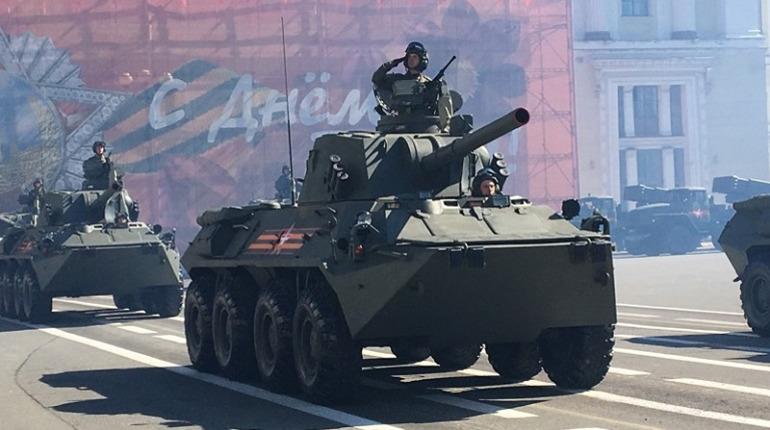 На Дворцовую едут танки: петербуржцам советуют объезжать центр