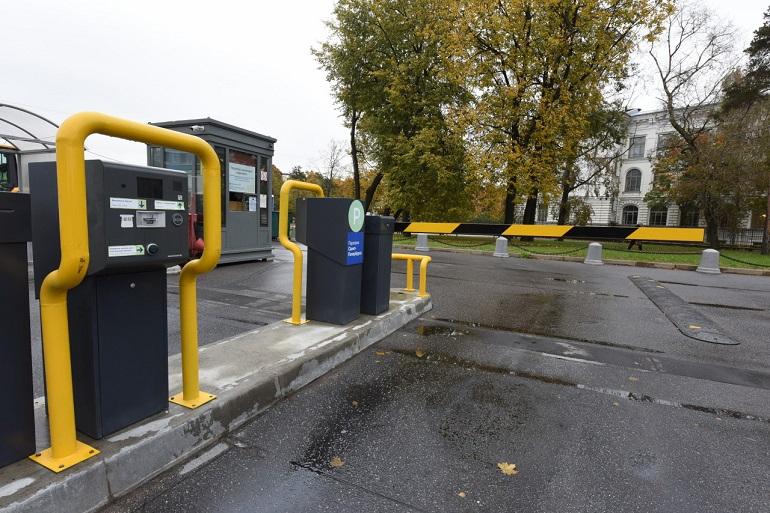 Петербуржцы предложили обустроить новые парковки по 57 адресам