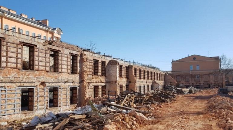 Демонтаж части казармы. Фото: КГИОП