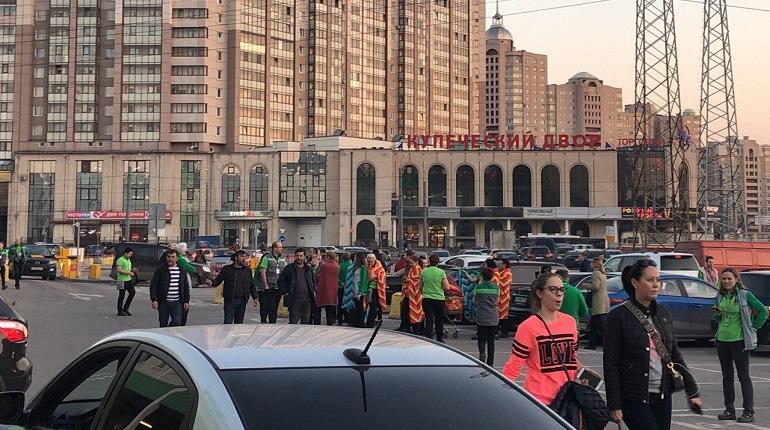 В Петербурге эвакуируют «Леруа Мерлен»