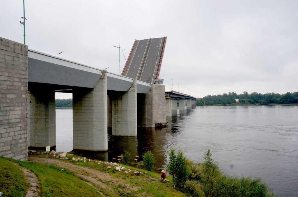 Ладожский мост на трассе «Кола» разведут из-за «поезда» из буксиров