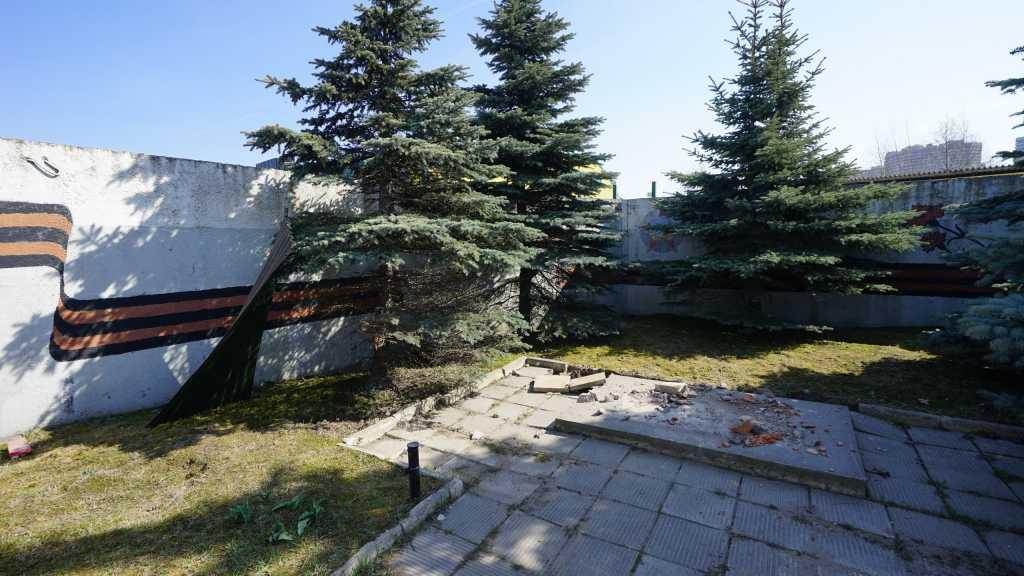 Демонтаж памятника фронтовикам в Мурино вывел местных жителей на митинг