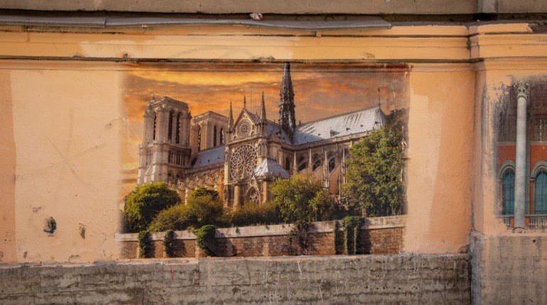 Стрит-арт с собором Парижской Богоматери в Петербурге. Фото: