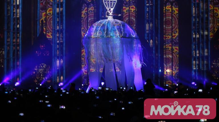 Фестиваль «Чудо света» оживил фасады ТЮЗ в Петербурге
