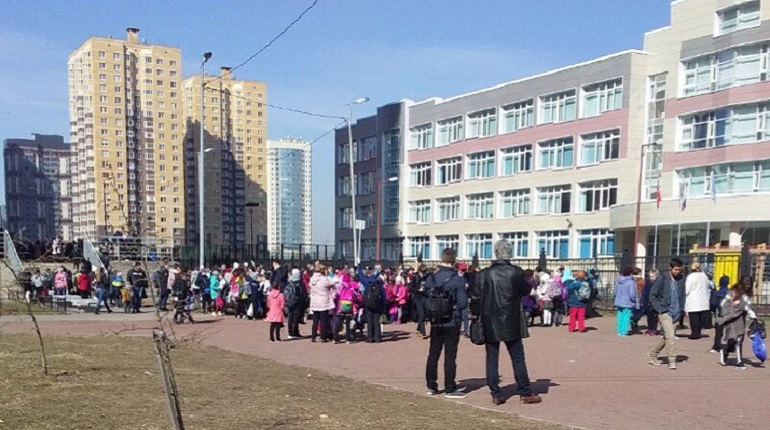 Эвакуация школы №54 на Маршала Казакова. Фото: группа