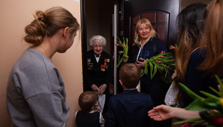 Волонтеры Петербурга собирают подарки к 9 мая для одиноких стариков