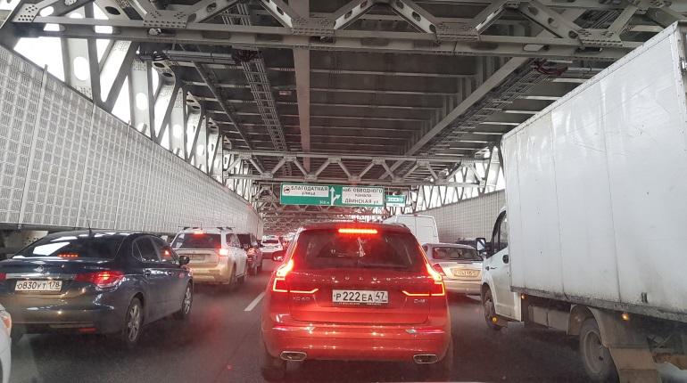 Арктический форум в Петербурге: водители застряли на ЗСД у съезда на набережную Обводного