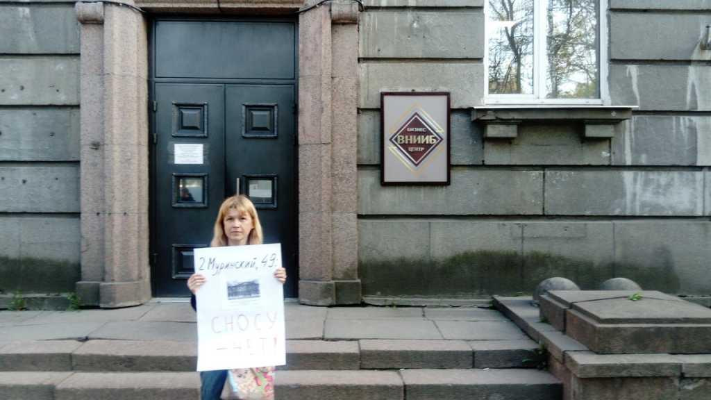 Против сноса института на площади Мужества подписались 100 человек