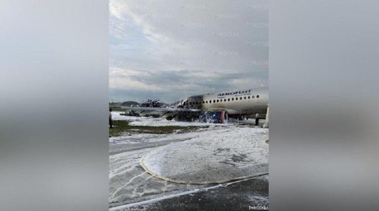Сгоревший самолет в Шереметьево. Фото: ГУ МЧС по Московской области