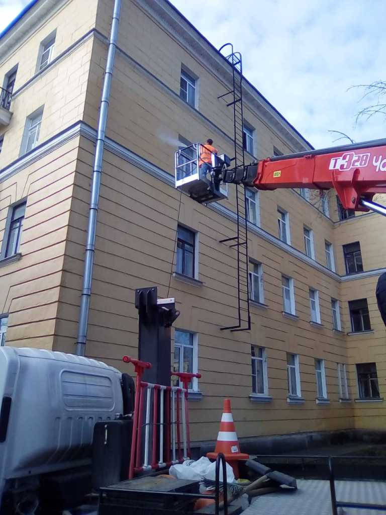 Очистка фасадов в Петербурге. Фото: жилищный комитет