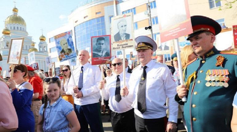 В Мородовии глава МВД и прокурор пронесли одинаковые фото на «Бессмертный полк»