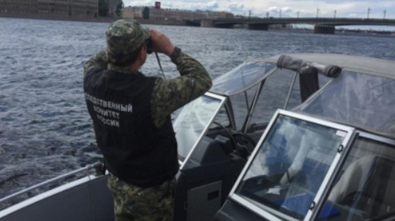 На Неве задержали перегруженный пассажирами теплоход