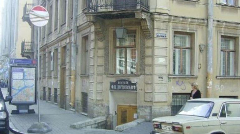 Петербургские депутаты выступили против застройки сквера у музея Достоевского