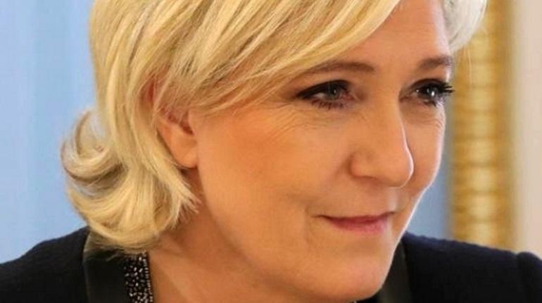 Марин Ле Пен потребовала распустить парламент Франции