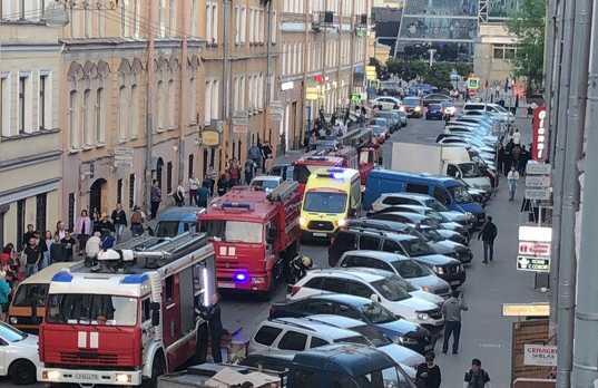 пожар в Спасском переулке. Фото: ДТП и ЧП | Санкт-Петербург | Питер Онлайн | СПб/Марья Конакова