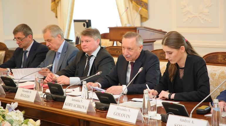 В Петербурге продили программу матпомощи для семей и одиноких граждан