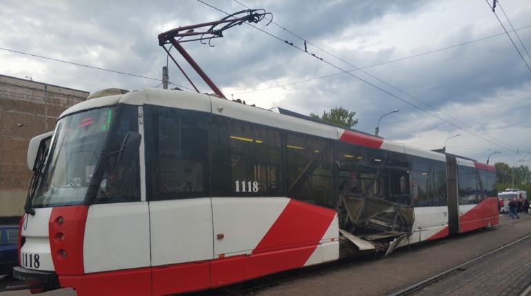 Момент массового ДТП с трамваем в Купчино попал на видео