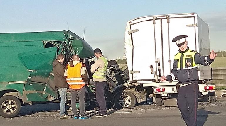 В аварии на юге КАД пострадали двое