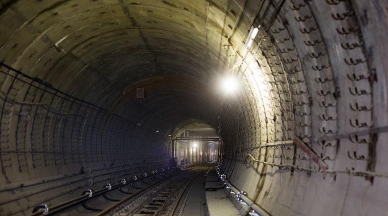 В петербургском метро рассказали, почему нет освещения в тоннелях