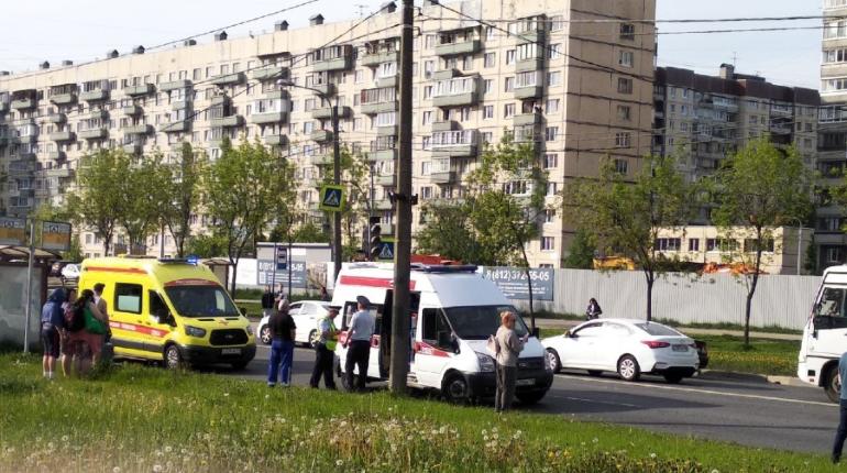 Мотоциклист сбил подростка в Рыбацком, оба попали в больницу