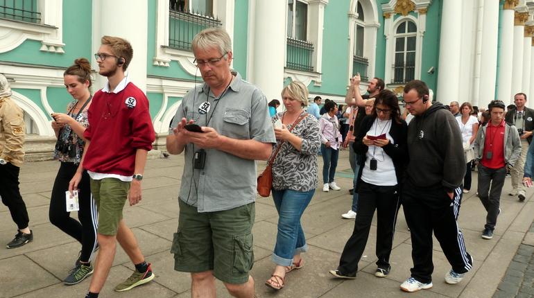 «Путешествую без COVID-19»: иностранцев обязали скачивать приложение при въезде в РФ