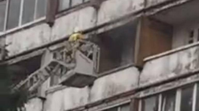 Тушение пожара на Есенина. Кадр видео