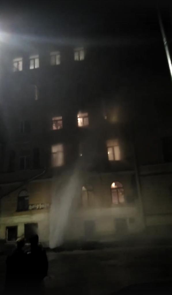 Прорыв ограничил движение по Красноградскому переулку