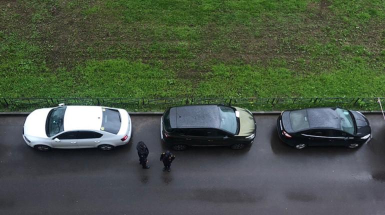 В припаркованной машине на Ильюшина искали бомбу
