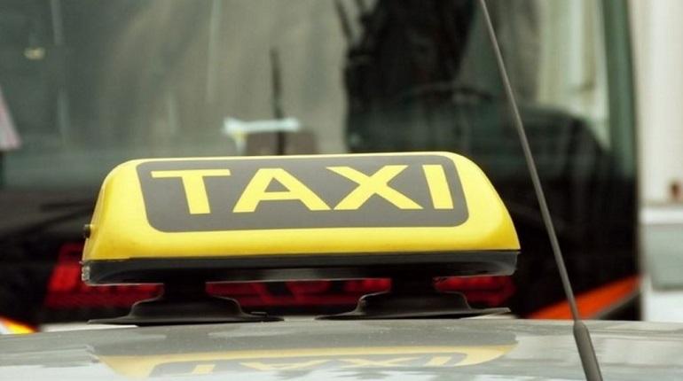Cтудента из Азии, подрабатывающего таксистом в Петербурге, обокрали пассажиры