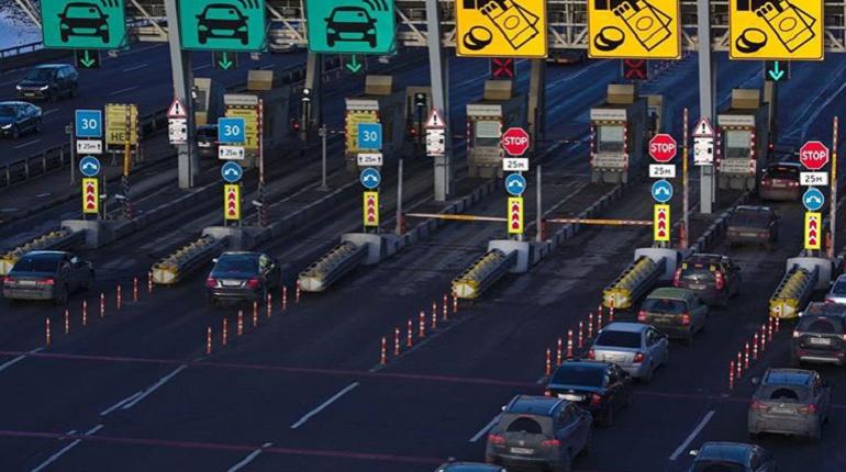 Из-за разводки мостов в пятницу вечером движение по ЗСД будет свободным