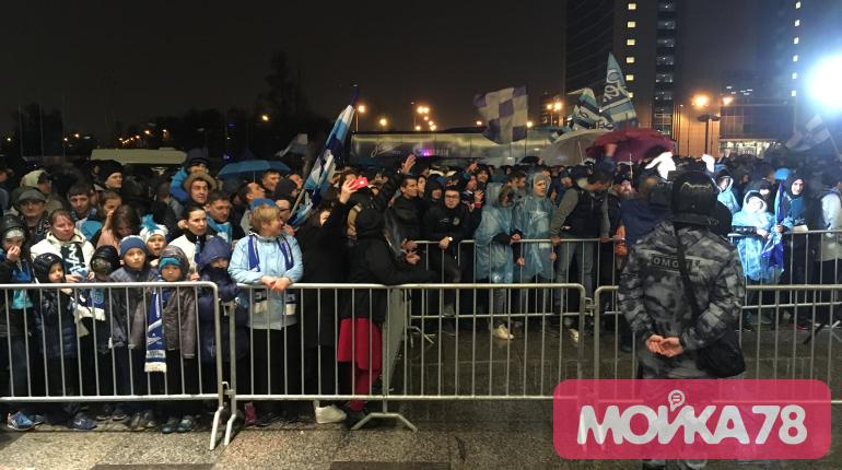 «Мойка78» показывает, как фанаты встречают «Зенит»