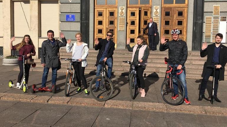 Более 600 чиновников Петербурга приехали на работу на велосипеде