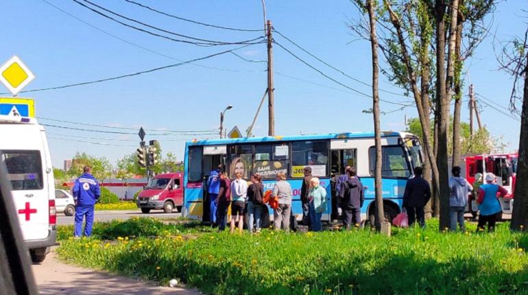 В ДТП с маршруткой в Горелово пострадали трое, среди них беременная