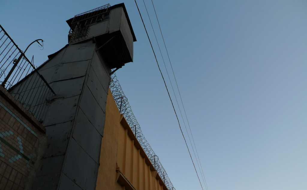 В Одессе заключенные взяли в заложники охранников и медиков