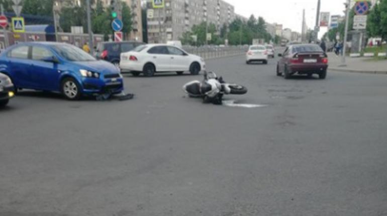 Мотоциклист попал в ДТП на Дыбенко
