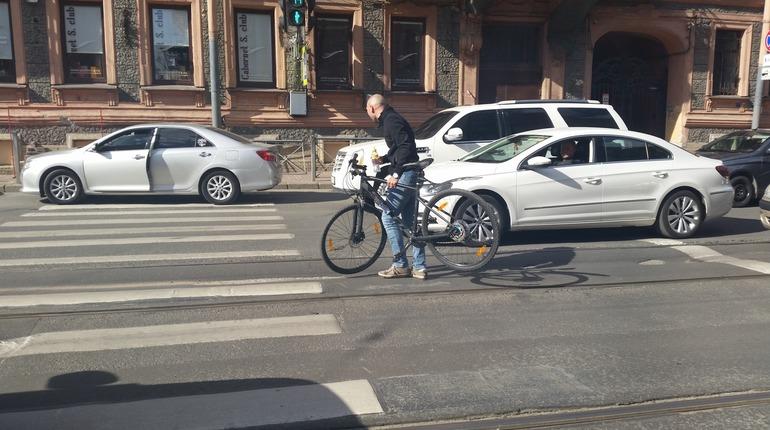 Очевидцы: водитель избил велосипедиста на Добролюбова