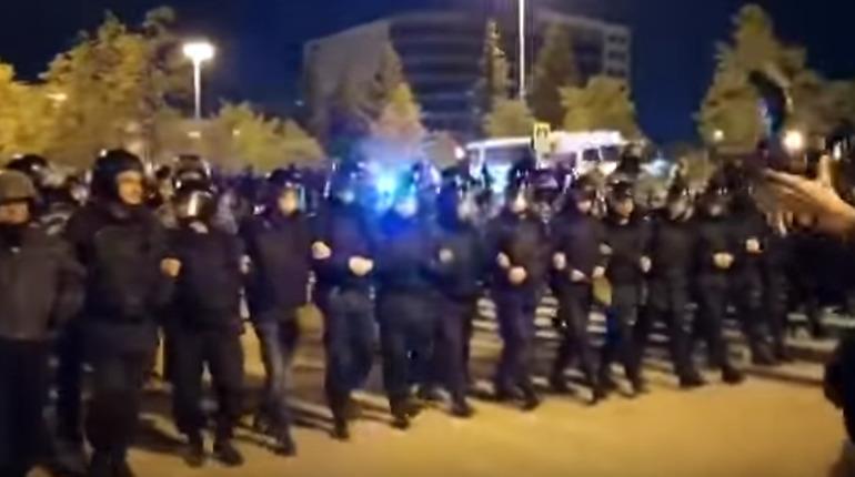 ОМОН вытеснил из сквера участников акции против храма в Екатеринбурге
