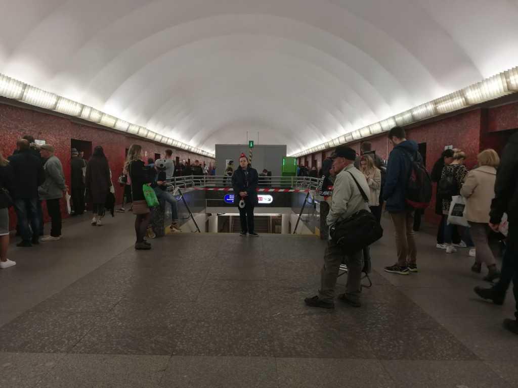 «Площадь Восстания» и переход на «Маяковскую» закрыли