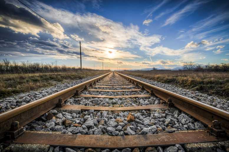 Машинист поезда стал жертвой ДТП с грузовиком под Псковом
