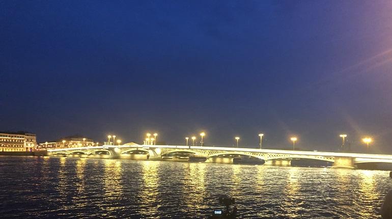 На мосты и набережные Петербурга раньше срока вернут подсветку