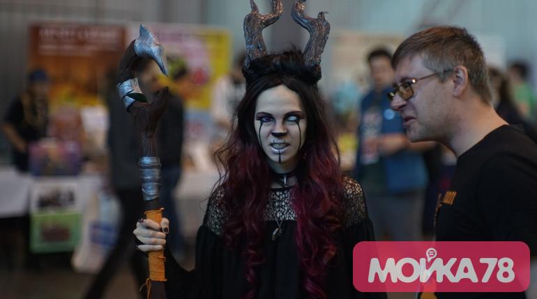 Фестиваль Comic Con в Петербурге собрал сотни косплееров