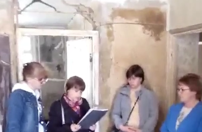 Ремонт в затопленной квартире на 2-й Комсомольской рассорил жилищников и пострадавшего