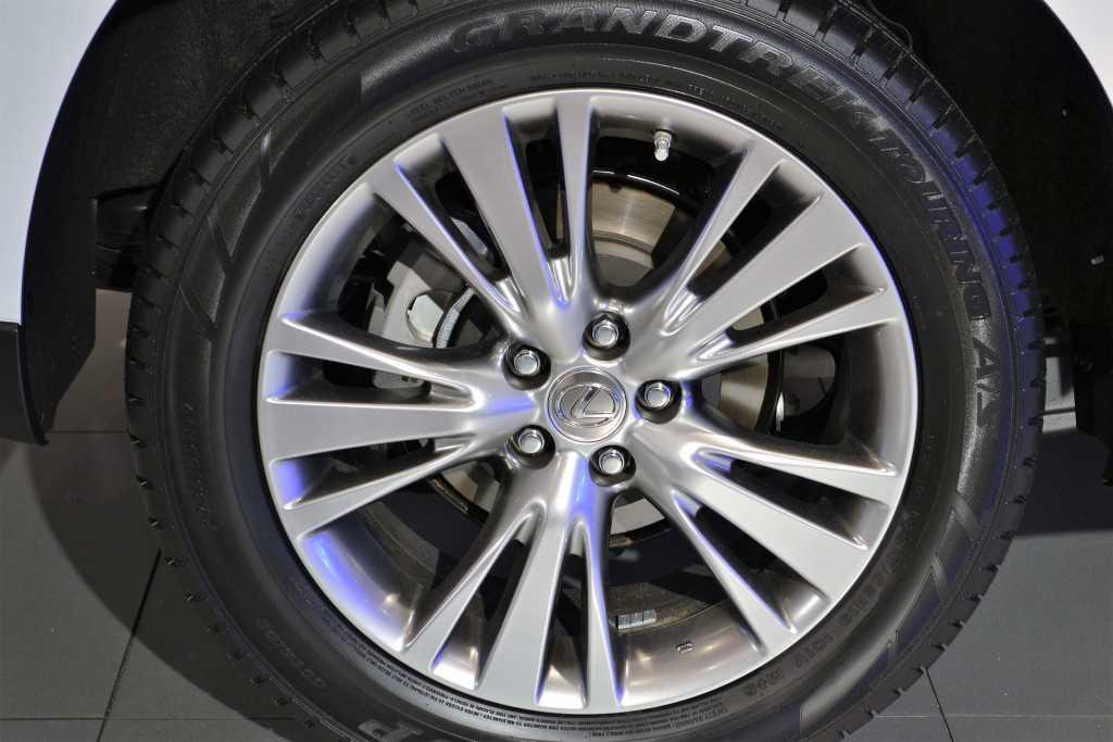 Lexus отзывает из России 420 автомобилей из-за дефекта в шинах