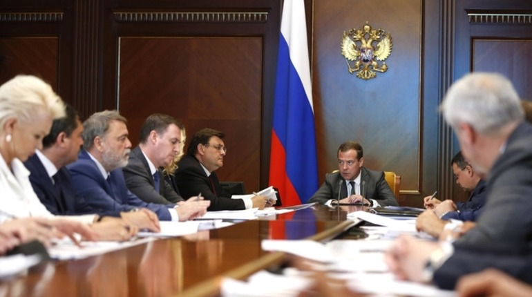 Медведев посетовал на разгильдяйство чиновников