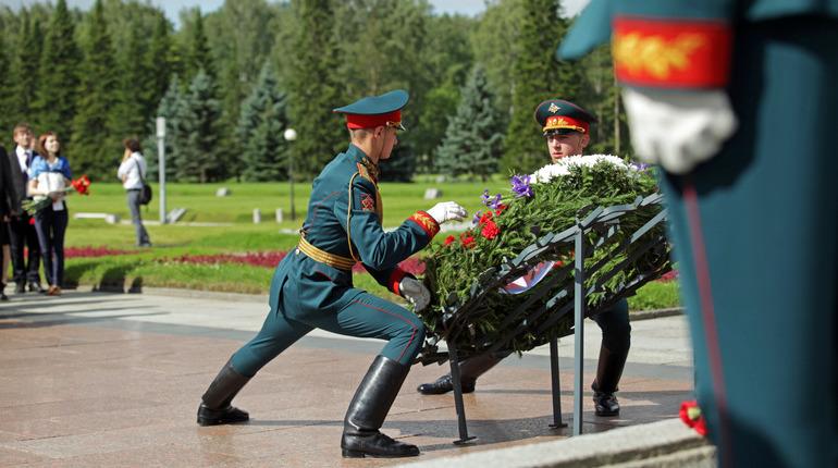 «Вахта памяти» и представление ко Дню Победы: события 8 мая